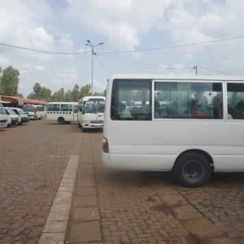 Warten im Bus. Der Busbahnhof in Nyanza/Kicikiru