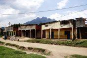 """Ein kleines Dorf in der Nähe des """"Volcano National Park"""""""